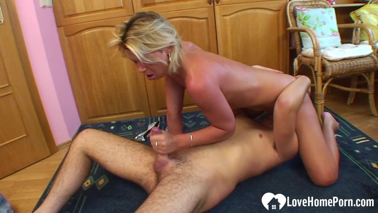 blonde gives 12 minute blowjob