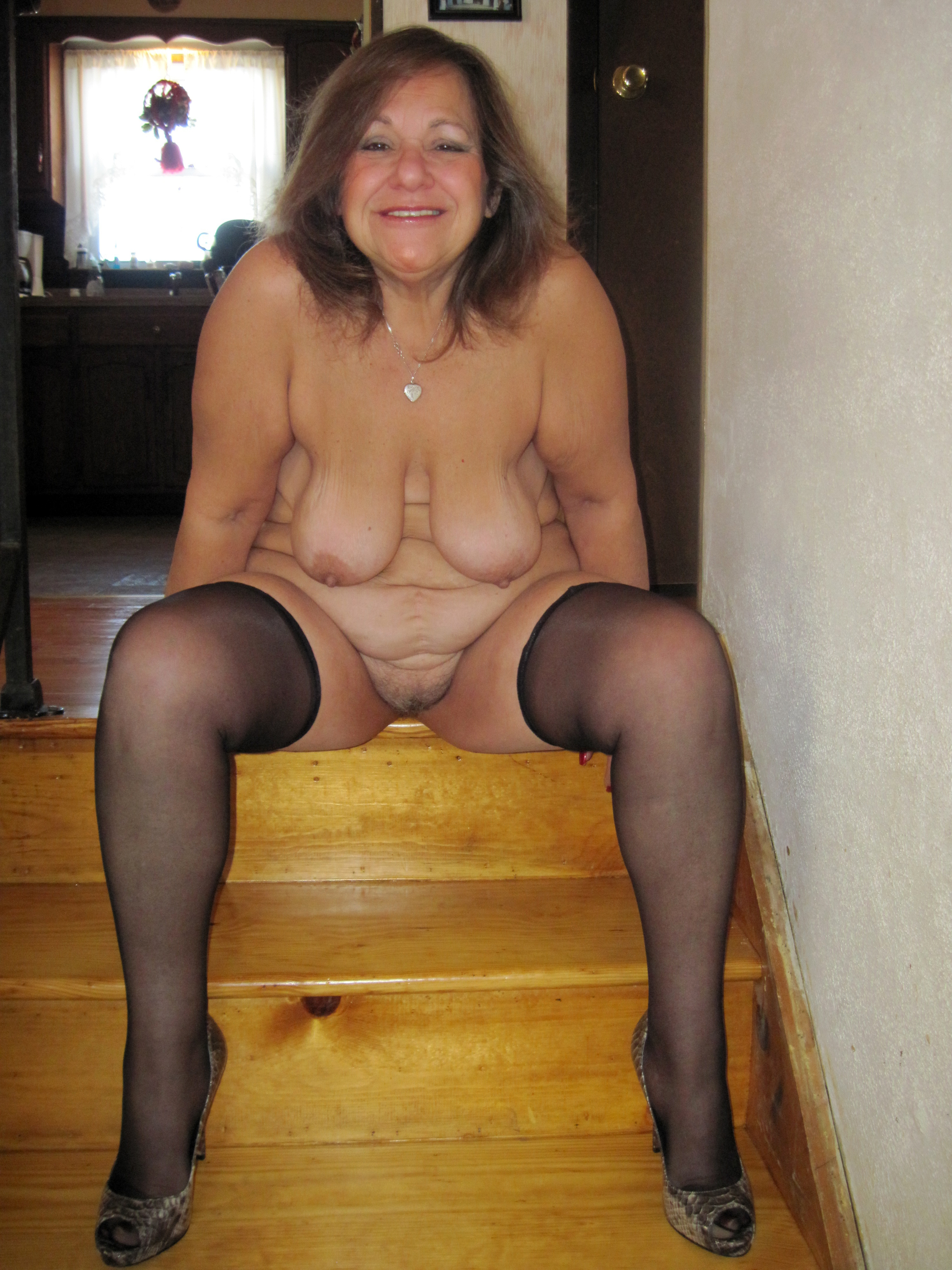 sexy nude girl with no arms