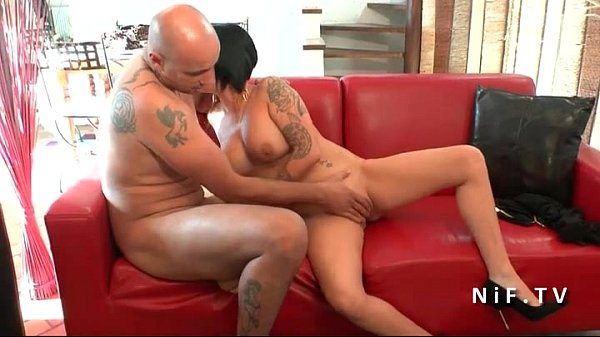 mature gives ass to mouth