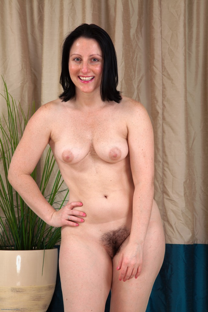 adult lonelys white girl in roll